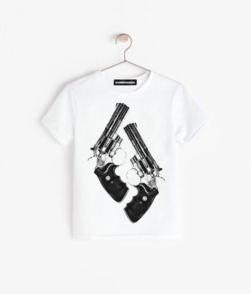Необычные футболки с пистолетом